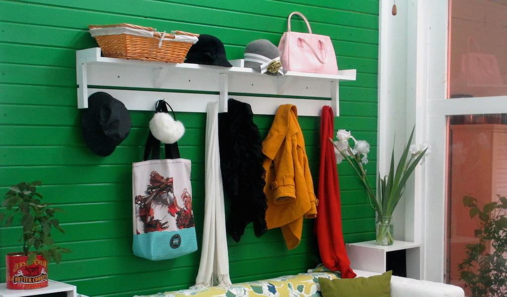 Coat Hanger w: Shelf